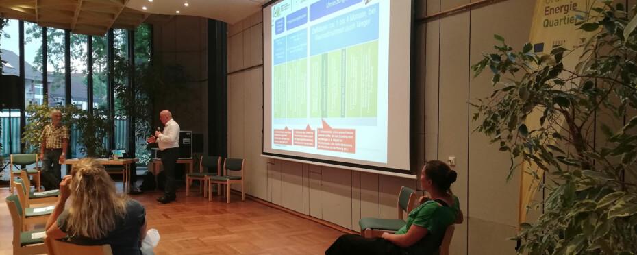 Herr Gröll beim Vortrag an der Infoveranstaltung